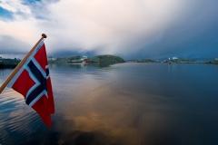 Een vaartocht door de fjordenkust van Noorwegen in het gebied ten noorden van Bergen.