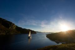 Een vaartocht door de fjordenkust van Noorwegen in het gebiedten noorden van Bergen.